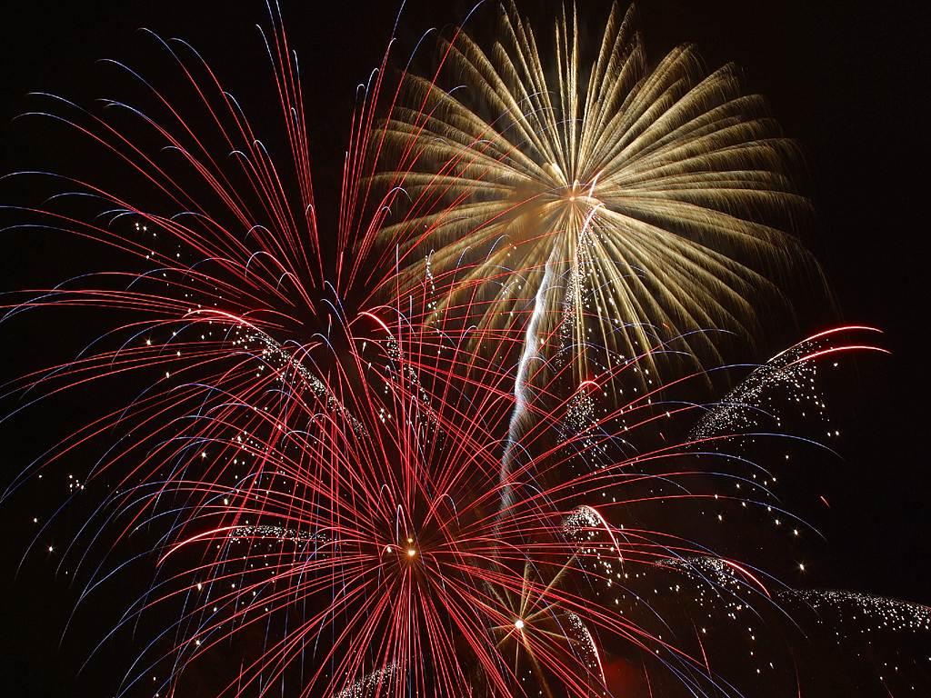 fireworks_2_bg_070402